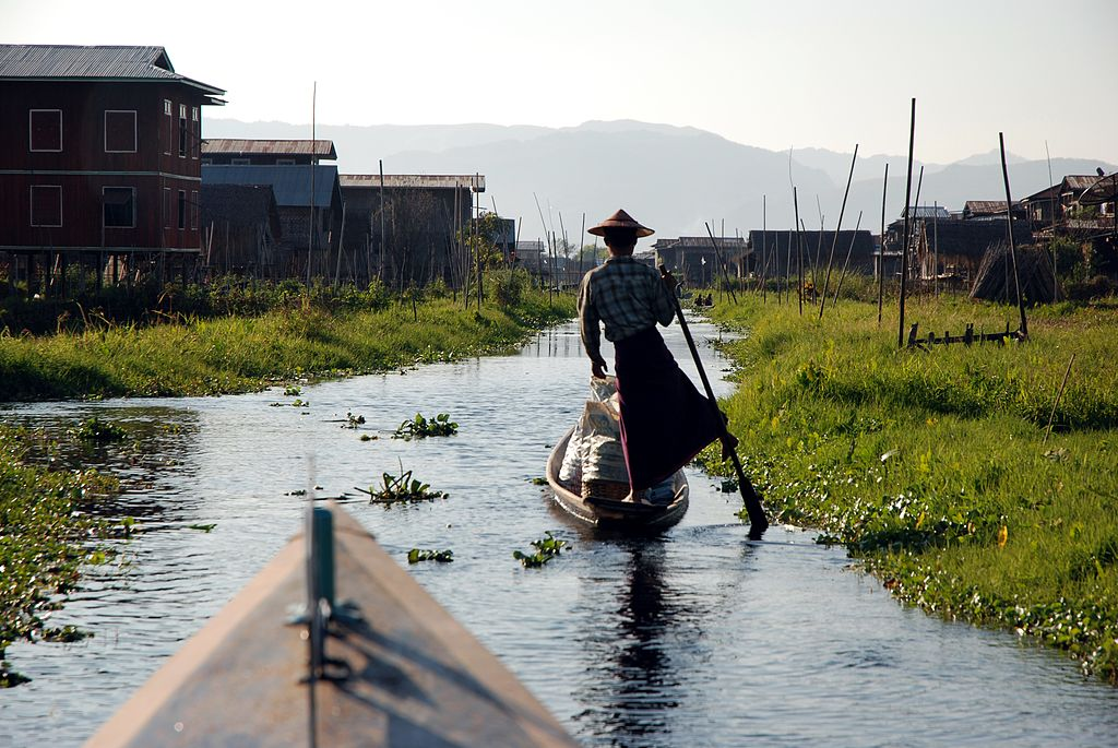 1024px-Inle_Lake_Burma_floating_village_2
